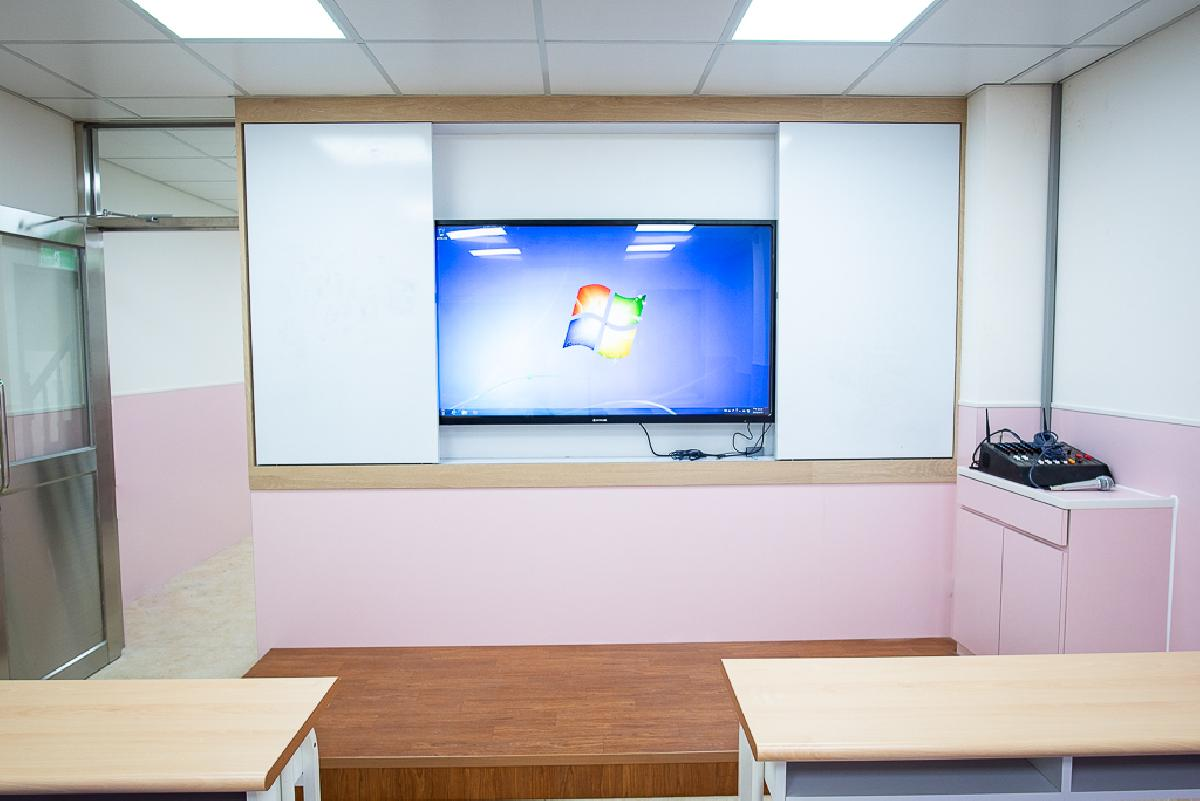 超大電子白板輔助教學